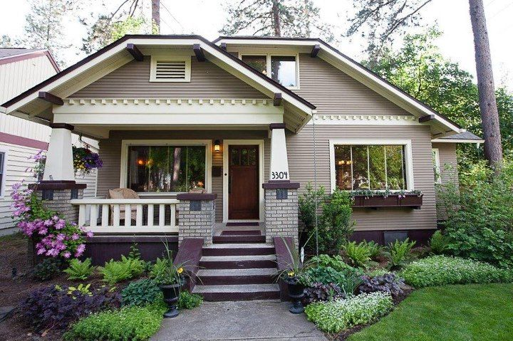 charming bungalow great landscape