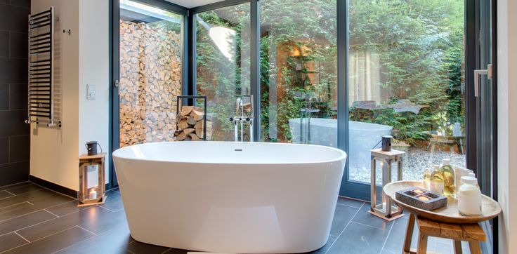 Sustainable hotel Strandhaus Spreewald in Germany has this bathtub with panoramic windows.