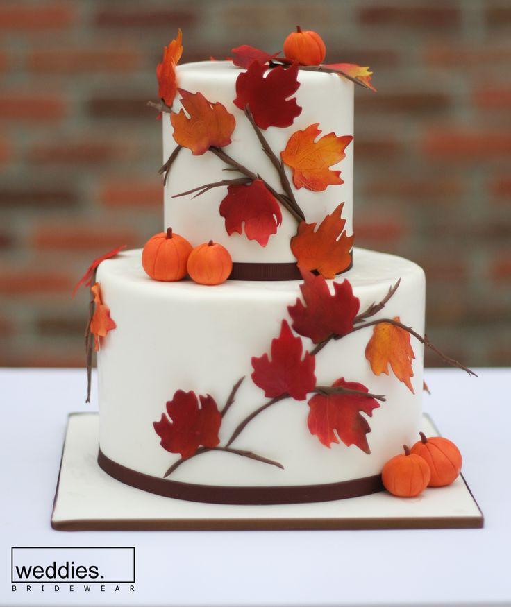 Sonbahar rüzgarları ve savrulan yapraklar şimdi de nefis düğün pastalarına kondular. Tıpkı süsleme ve çiçekler gibi, düğün konseptinize uygun pastalar da tercih edebilirsiniz 🍁