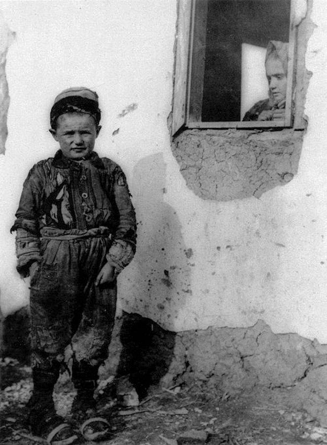 Παιδιά σε δρόμο το 1918. Φωτογραφία: Lewis Wickes Hine.