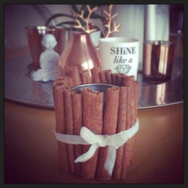 Lag deilige duftlys  med kanelstenger. Super gave!