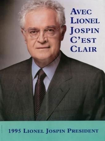 20) Jospin cherche surtout à se démarquer de François Mitterrand et « rêve d'un itinéraire plus simple, plus clair ». Le ton est donc donné : simplicité, clarté, Jospin nous regarde droit dans les yeux, pas de mise en scène, une seule véritable touche de couleur, le bandeau vert, couleur ticket de metro de l'époque ! Face au sympathique Chirac, Jospin est trop froid, trop sérieux