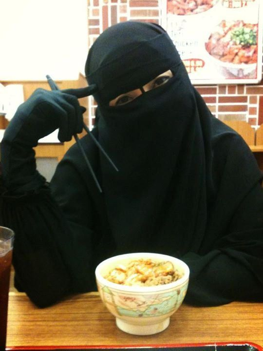 Niqabi at an Asian restaurant