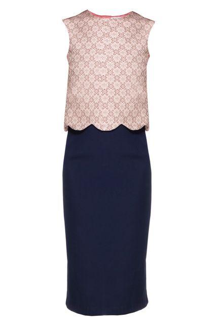Vestido combinado con top de encaje festoneado y falda recta. Es de Rock N Rom (149 euros).