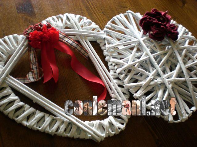 Cuore eseguito con cannucce di carta e sagome in ferro #conlemani http://www.conlemani.net/sotto/cuori_carta01.htm