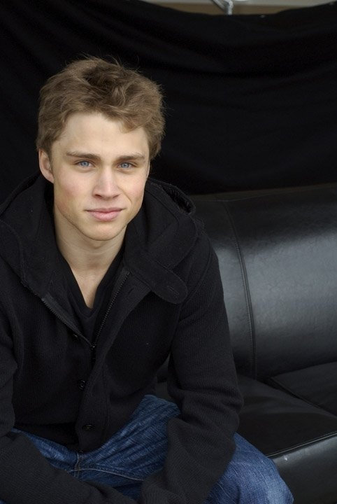 Max Lloyd-Jones, switched at birth Man I forgot how HOT he is!!! hurry up and start the next season!!!