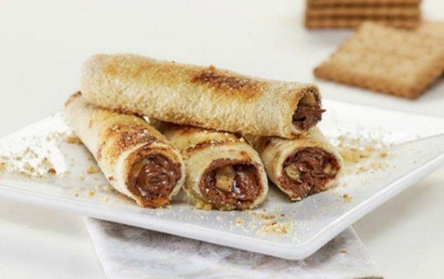 Γλυκά μπαστουνάκια με ψωμί του τοστ, πραλίνα φουντουκιού και μπανάνα - iCookGreek