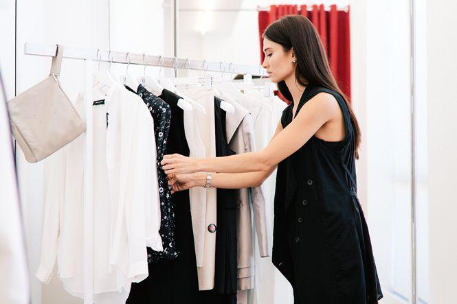 Статья в Мари Клер: http://www.marieclaire.ru/moda/shopping-so-stilistom-chto-eto-takoe-i-zachem-on-nujen/