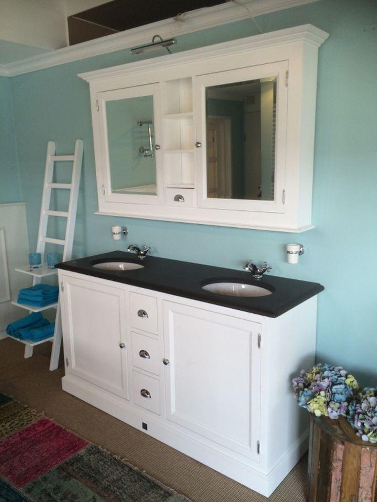 Waschtisch weiß mit einem Spiegelschrank, Doppelwaschtisch im Landhausstil, Farbe weiß-anthrazit, Breite 162 cm