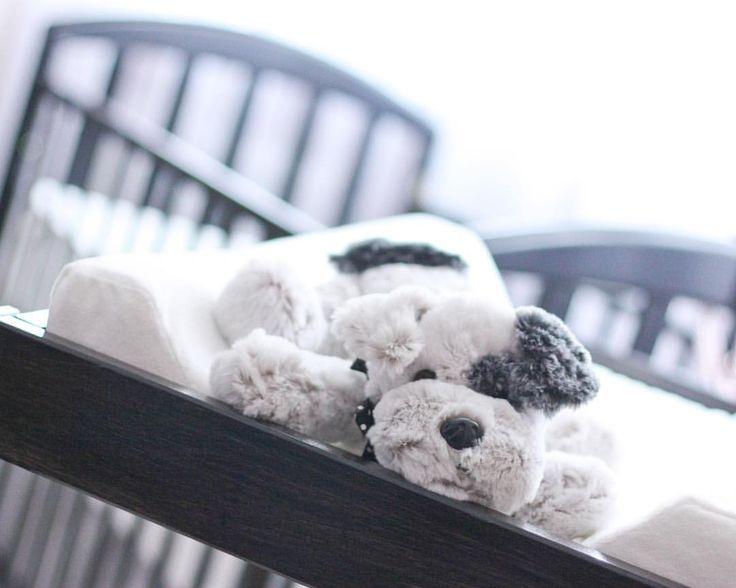 Лежит, ждёт хозяйку:) Готовим детскую к появлению нового жителя:) #гнездование 👶🏼 Купили и покрасили пеленальный стол, разобрала и постирала вещички и пеленочки, в понедельник привезут кресло, сяду в него и буду представлять, как я в нем совсем скоро буду кормить нашу кроху, или читать, пока она спит, или дремать:) #mimimikhailovs_pregnancy #mimimikhailovs_покупкидлямалышки #MiMiMikhailovs_home