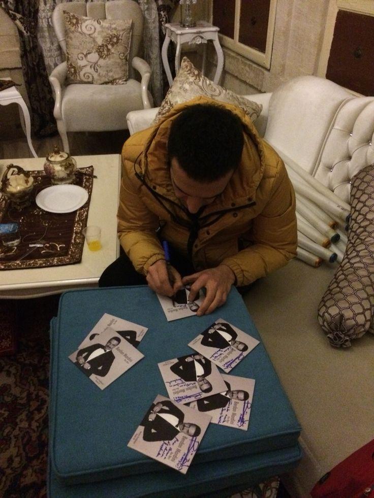 Albümlerinizi imzaladık:) En kısa zamanda elinizde olucak.. İmzalı albüm kazanmak isteyen hayranlarımız bizi takip etmeye devam edin!