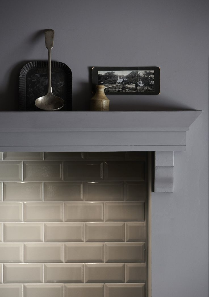 A bespoke mantelpiece and metro tiles add classic style to your shaker kitchen. The Shaker Collection by Howdens Joinery.