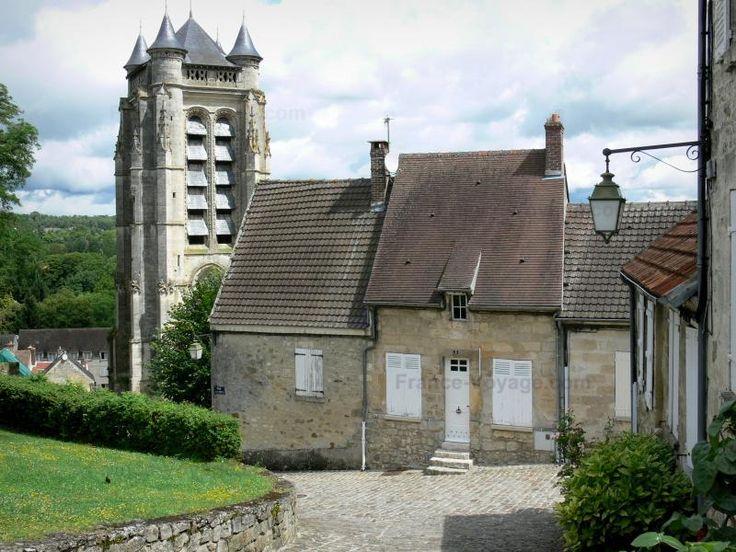 La Ferté-Milon - Guide tourisme, vacances & week-end dans l'Aisne -Lovée sur les bords de l'Ourcq et dominée par les ruines d'une imposante forteresse, la charmante petite ville de La Ferté-Milon se découvre en flânant, le long de son chemin de halage, de ses rues pavées, et de ses édifices classés. Fondé à la fin du XIVe siècle, mais jamais achevé en raison de l'assassinat du duc d'Orléans en 1407, le château de La Ferté-Milon présente d'intéressants vestiges, comme son impressionnante…