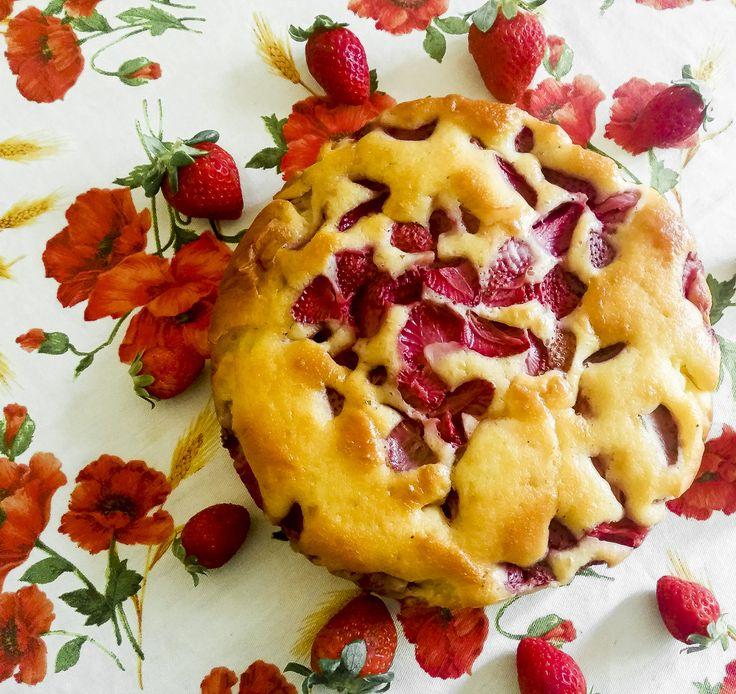 #Strawberryfieldsforever... Una #torta morbida come un #plumcake, ricca di #fragole e #yogurt  http://www.kitchengirl.it/piccole-chicche/torta-fragole-e-yogurt-greco-per-colazione/ #yogurtgreco #primavera #colazione #breakfast #petitdejeuner #tacchiepentole #ricetta #cucina #amicincucina #lacucinaitaliana #cucinaitaliana #ricetteperpassione #merendaitaliana #dolce_salato_italiano #kitchengirl #italianfoodbloggers #cucinoperamore#lory_alpha_food #dessertitaliano #colazioneitaliana
