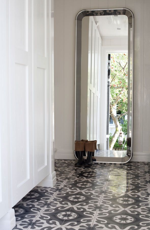 The cement tile in this hallway! Via http://www.planete-deco.fr/