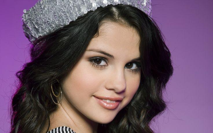 Selena Gomez Beautiful Face