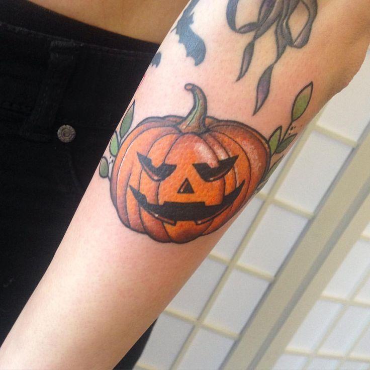 Best 25 pumpkin tattoo ideas on pinterest halloween for Tattoos of pumpkins