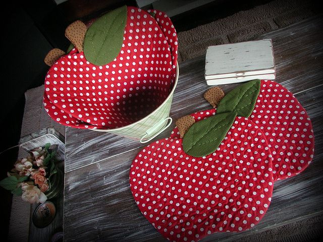 adorable apple quilted coasters/placemats:
