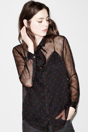 Chemise transparente de The Kooples : Look séduisant pour rendez-vous galant - Journal des Femmes Mode