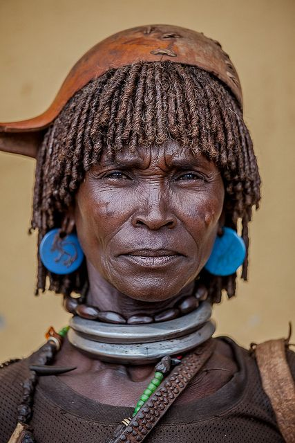 Portrait of a married Hamer woman    © Ronny Reportage