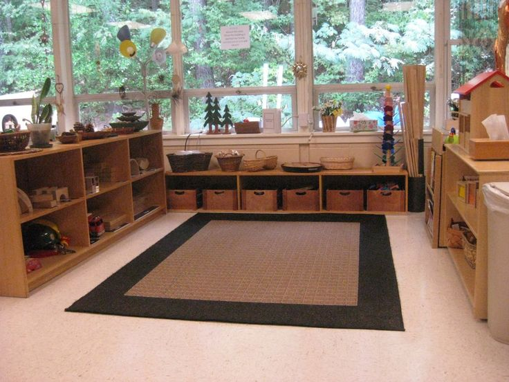 Perfect classroom set up for my classroom! Bins and shelves for all the blocks and a large space to play!