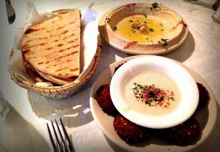 ¡Comida árabe! Mira cómo le fue a Foodiemanía durante su primera visita al restaurante Tierra Santa: http://www.sal.pr/?p=90272