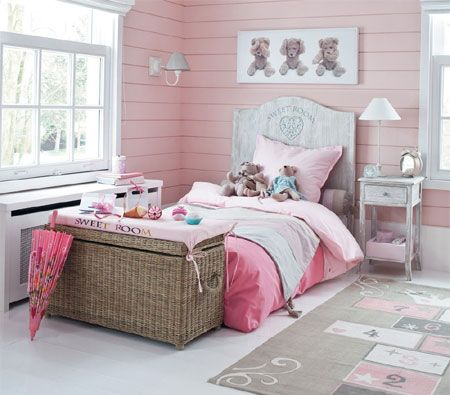 So pretty and pink. this adorable bedroom is perfect for a little miss. - See more at: http://www.homedzine.co.za/bedroom/bedroom-whitewashed-wood.htm#sthash.edeQCxpg.dpuf
