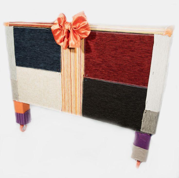 cassapanca realizzata con materiale completamente riciclato materiali: legno e tessuto