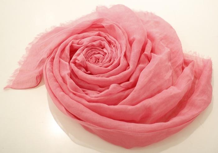 레이온, 마 혼방 스카프로 풍성하게 연출할 수 있는 핑크 컬러 스카프, 타임 @ 현대백화점 목동점