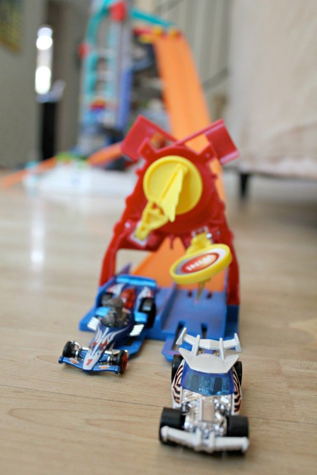 Looking for a fun toy for your kiddos that will have them forgetting about spending time in front of a screen!  Here's an awesome option! #HotWheelsUltimate #ad