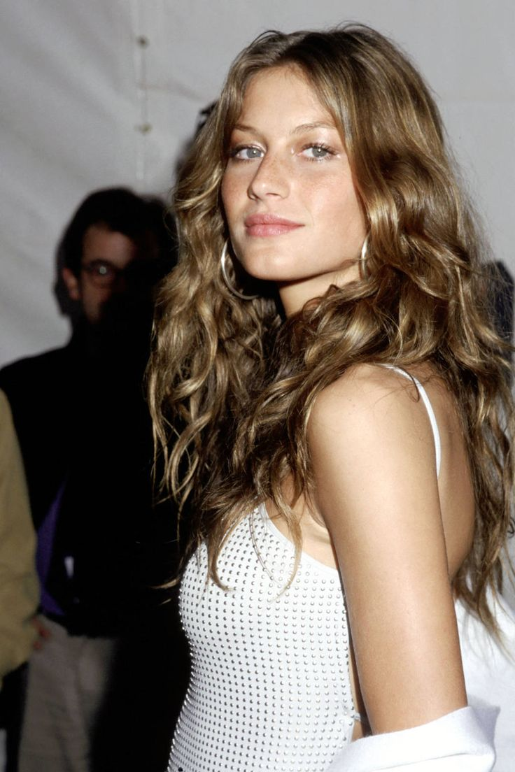 7 Iconic Hair Styles That Endure Time: Gisele's Beachy Tousle