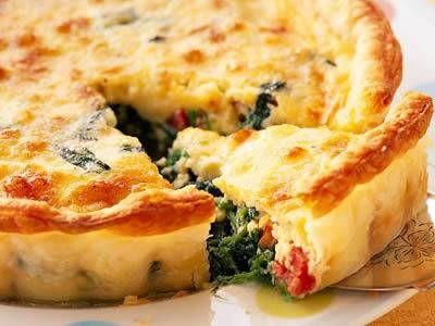 三村 真喜子 さんの冷凍パイシートを使った「ほうれんそうのキッシュ」。冷凍パイシートで手軽なレシピにしました。ドイツ国境付近・ロレーヌ地方の温かいタルトで、昼食やオートブルなどの常連です。 NHK「きょうの料理」で放送された料理レシピや献立が満載。