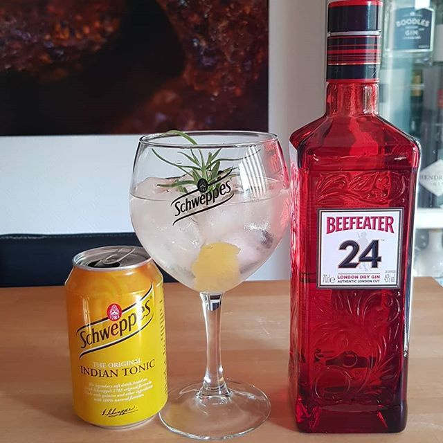 Beefeater 24 Gin Schweppes Indian Tonic rosmary grep fruit peel. @beefeatergin #gintonic #gin #gt #tonic #dandywithlens DandyWithLens.com
