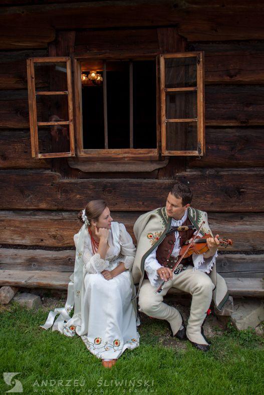 Wedding session in regional costumes. / Sesja plenerowa w strojach regionalnych.