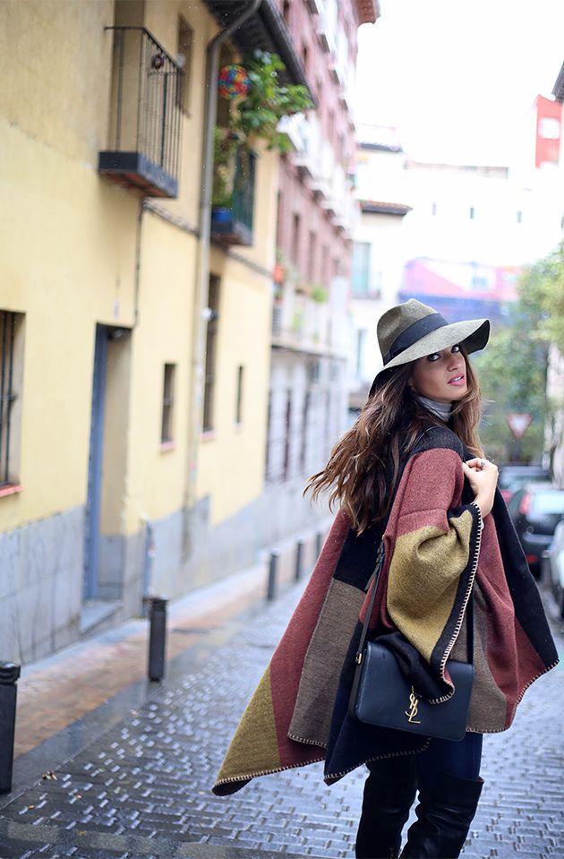 Sara Carbonero poncho