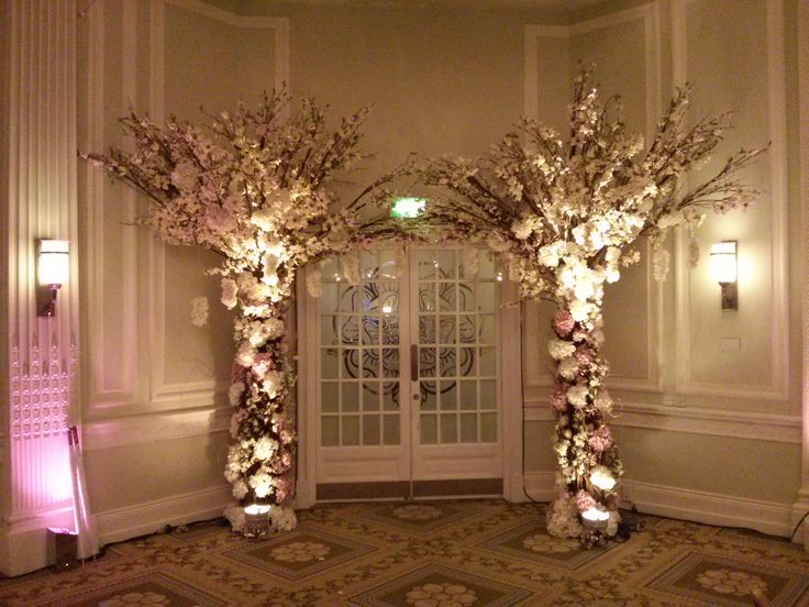 A Xl Entrance Arch From Award Winning Wedding Planner Qube Events
