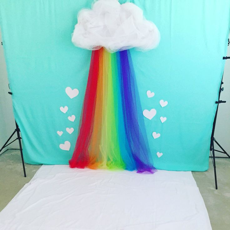 If you're looking for some ideas for Easter photos, check out these simple and cheap DIY springtime photo backgrounds that you can make for less...