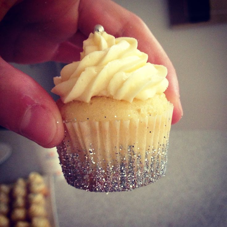 Glitter Cupcake cases- DIY:)