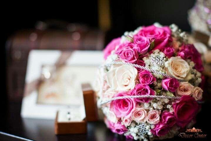 Trandafiri, garoafe sau lalele. Crizanteme și bujori. Toată grădina cu flori? Tu te-ai decis cum va arăta buchetul în ziua nunții?