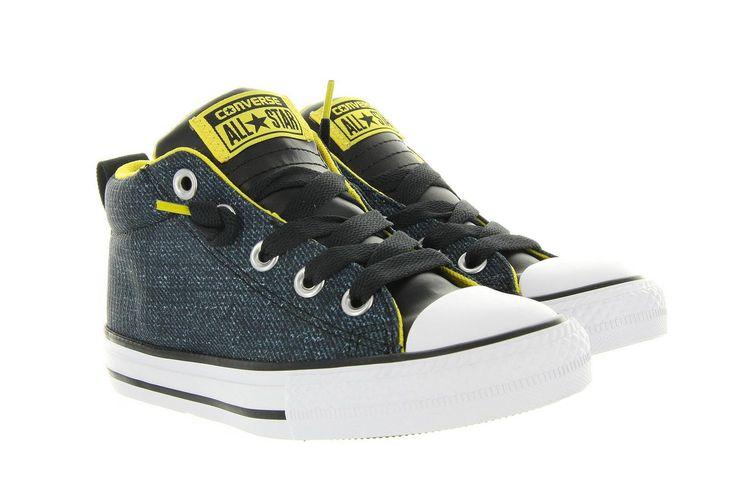Sneakers Converse 651786c zwart,deze Converse All Star Street Mid is een leuke sneaker geïnspireerd op de bekende chuck taylor sneaker van Converse, maar is voor het gemak voorzien van een handige 'Slip-on' sluiting. Onder het motto 'No time to lace' kunnen de schoenen razendsnel aan getrokken worden door de tong, waar een stuk elastiek inzit, iets omhoog te trekken.Het bovenwerk is gemaakt van blauwe jeansstof en heeft gele accenten.
