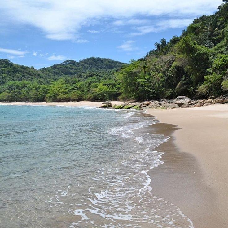As praias de Antigos e Antiguinhos em Paraty podem apenas ser acessadas por trilha ou barco mas vale todo o esforço e cada centavo!  #mydestinationanywhere