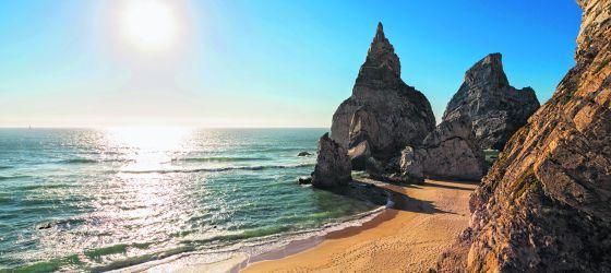 Al natural en Portugal: Playas nudistas en Portugal - via El Viajero, El País 01.08.2016 | Diez espectaculares playas nudistas de la costa lusitana al sur de Lisboa Foto: Vista de la playa de Ursa, en Portugal