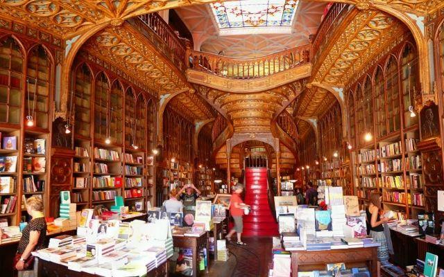 Porto et sa mythique librairie qui inspira une certaine J.K Rowling pour son personnage d'Harry Potter. https://www.good-spot.com/fr/pages/authentique-porto-culture-r-gastronomie-spot-6108.php
