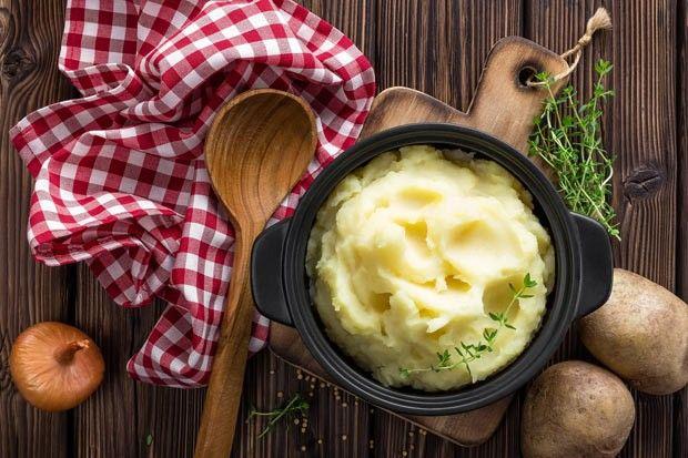 7 PASSOS PARA FAZER O PURÊ PERFEITO O tipo de batata, a temperatura da água e até a sequência de temperos colaboram para que a receita se torne inesquecível