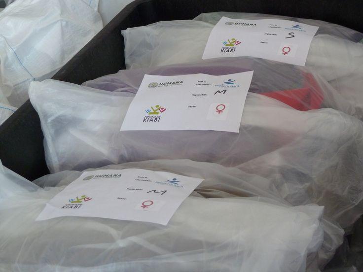 Alcuni dei kit solidali realizzati grazie all'aiuto dei volontari di Kiabi!