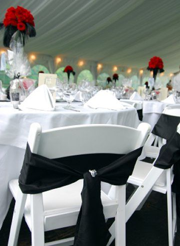 simple: Red Weddings, Chairs Decoration, Idea, White Weddings Cakes, Black And White, Black White, Red Roses, Head Tables, Red Accent