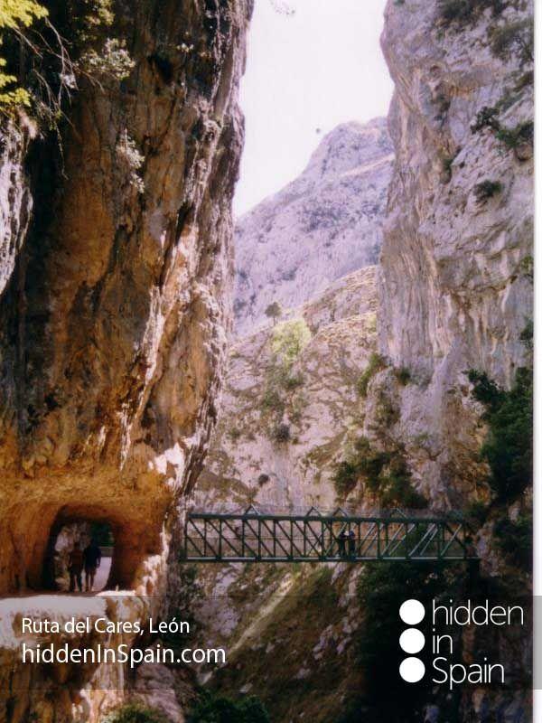 Cares walking route through a gorge