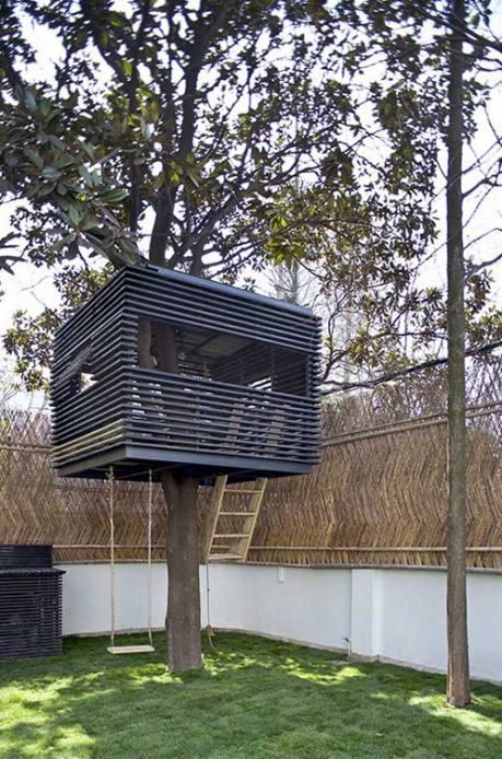 Contemporary lines and a simple form make this treehouse feel uber cool.