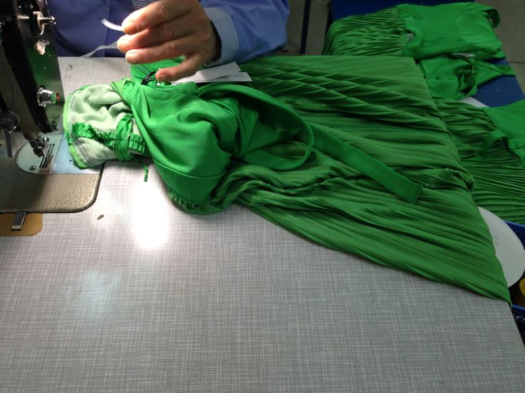 Unomaglia seamstress at work for a very special and famous italian designer... Guess Who.. #unomaglia #handmade #tailor #madeinitaly #evening #dress  working for top designer #atelier
