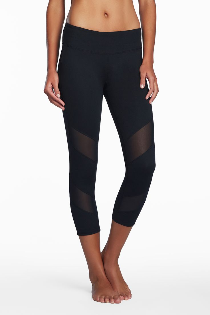 Love love love these Gaviota Capris from Fabletics. The sheer panels are too cool! #FableticsWishList #ambsdr